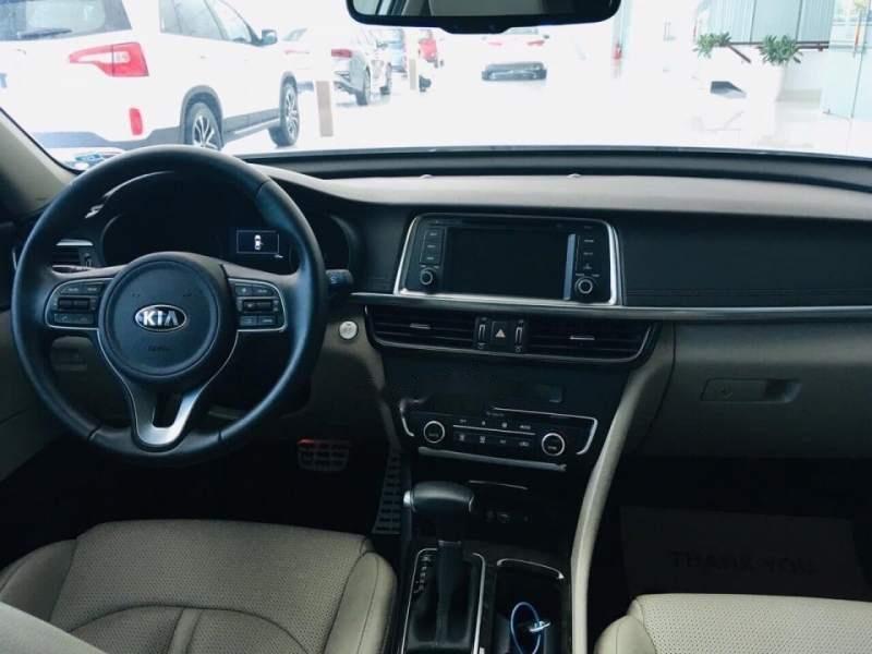 Cần bán Kia Optima AT sản xuất năm 2017, xe chính chủ sử dụng còn mới, giá ưu đãi (4)