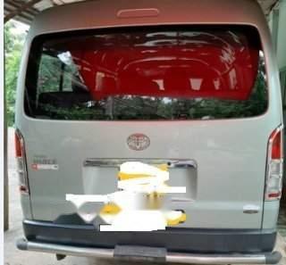 Gia đình bán xe Toyota Hiace đời 2011, màu xanh ngọc (3)