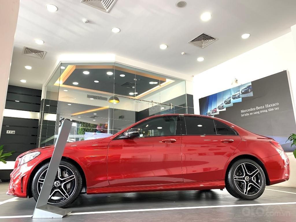 Cần bán Mercedes đời 2019, màu đỏ (2)