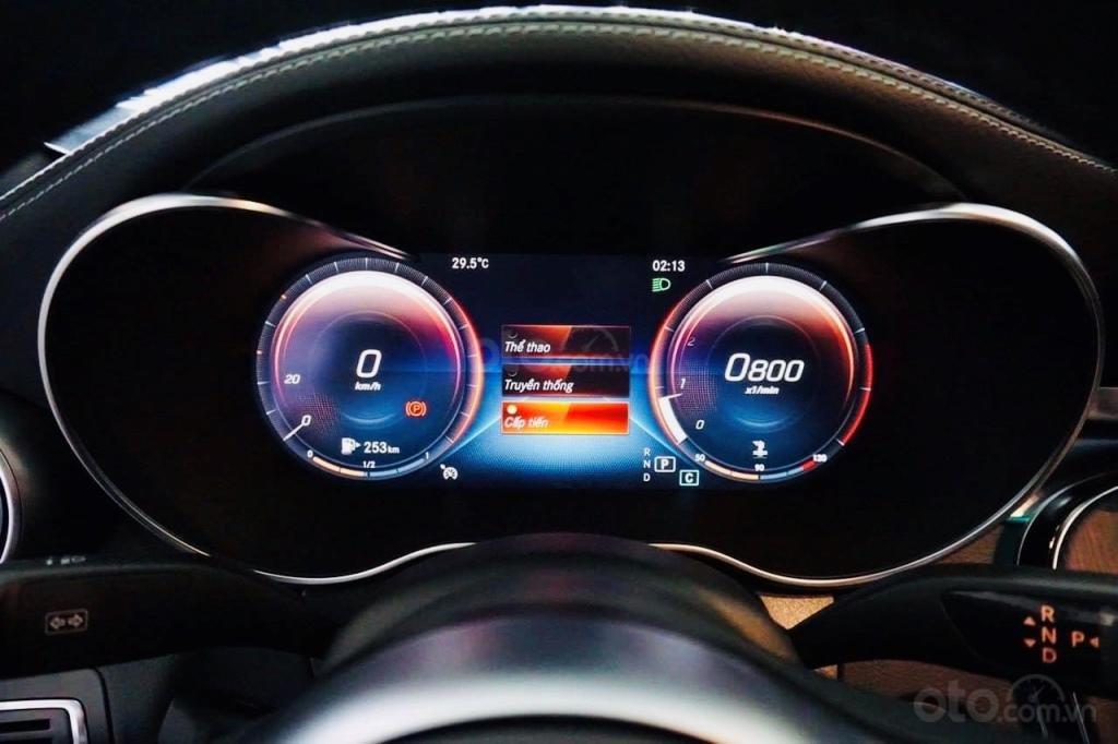 Cần bán Mercedes đời 2019, màu đỏ (9)