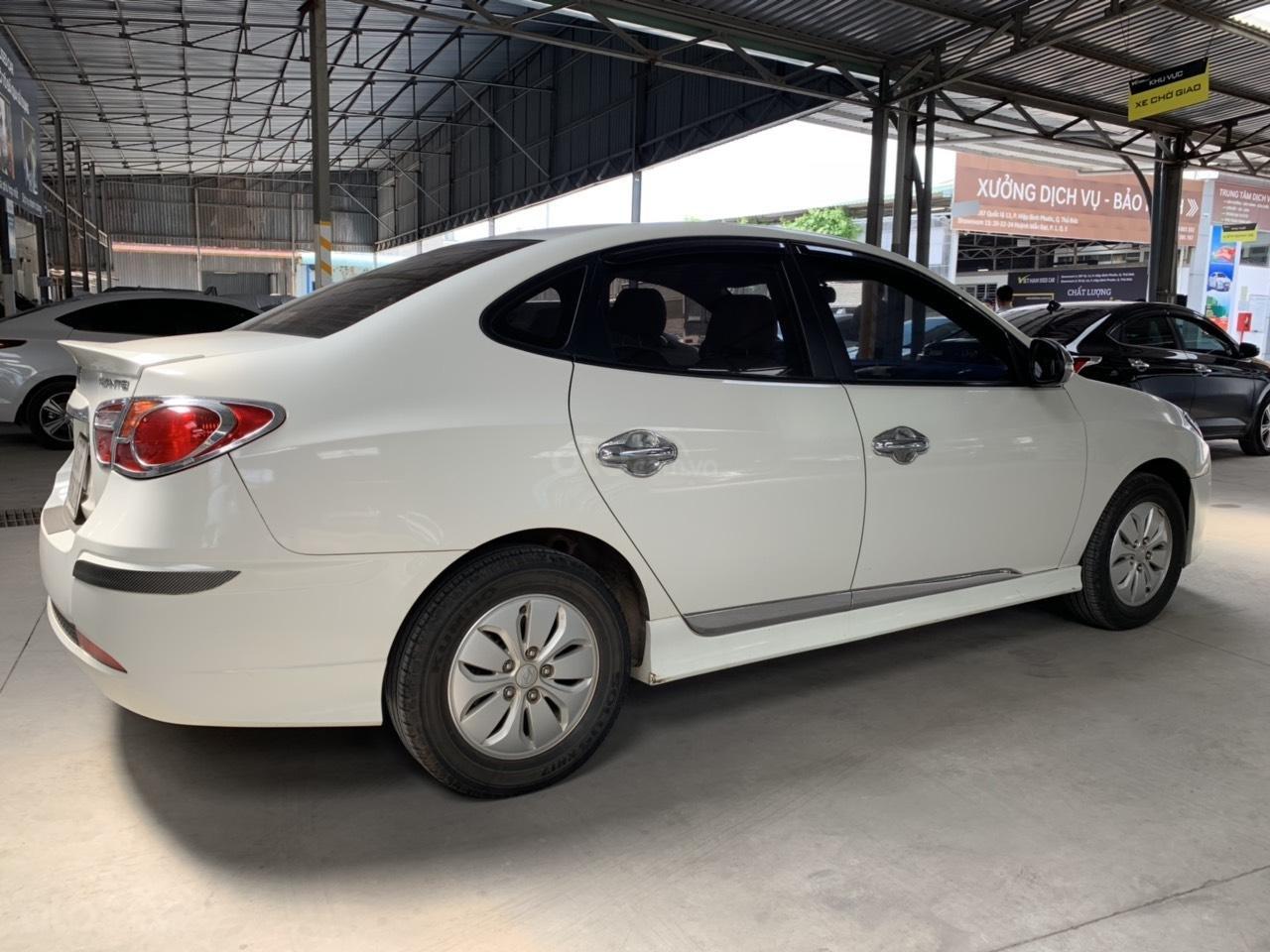 Cần bán Hyundai Avante 1.6MT đời 2016, màu trắng, không kinh doanh dịch vụ (3)