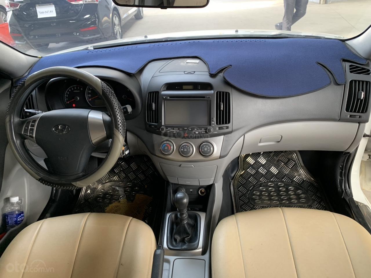 Cần bán Hyundai Avante 1.6MT đời 2016, màu trắng, không kinh doanh dịch vụ (6)