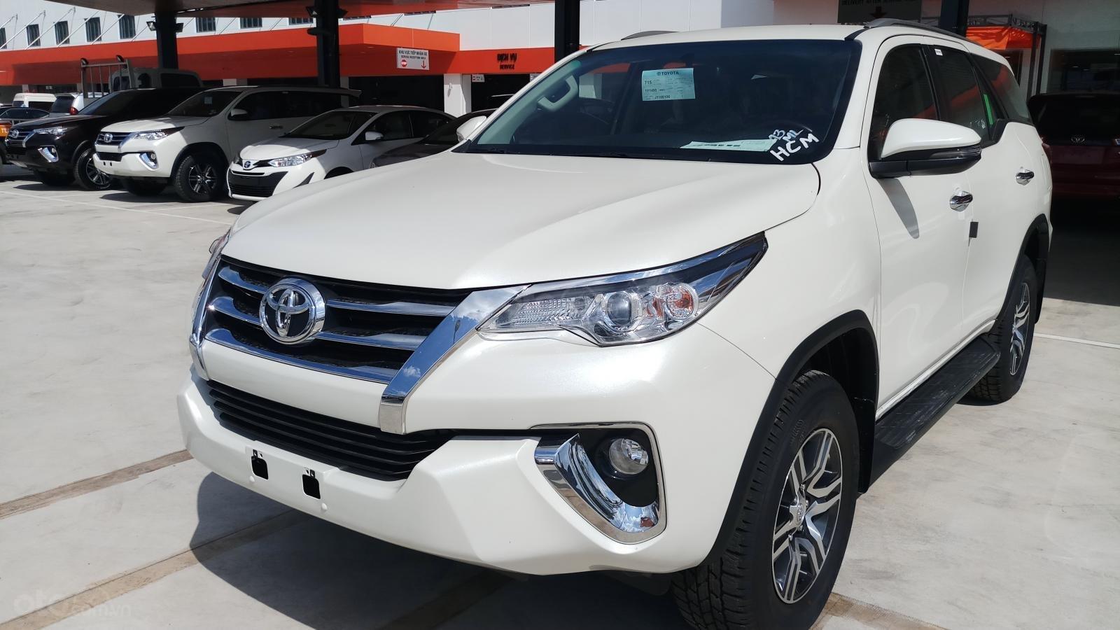 Bán xe Toyota Fortuner máy dầu tự động 1 cầu, mới 100% giao ngay đủ màu-4