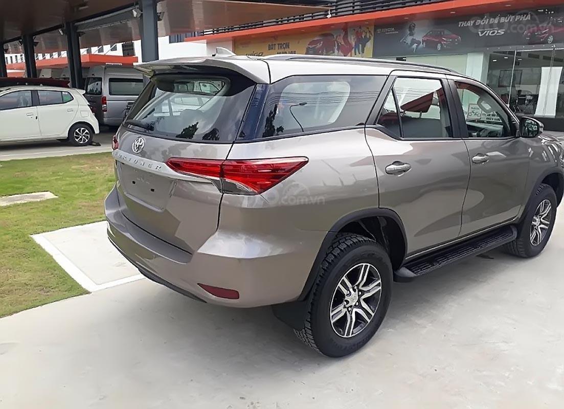 Bán Toyota Fortuner năm sản xuất 2019 giá tốt (5)