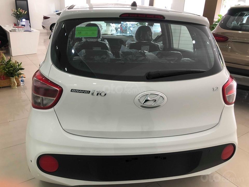 Bán Hyundai Grand i10 AT 1.2 trắng, đủ các màu, tặng 10 triệu - nhiều ưu đãi - LH: 0964898932 (3)