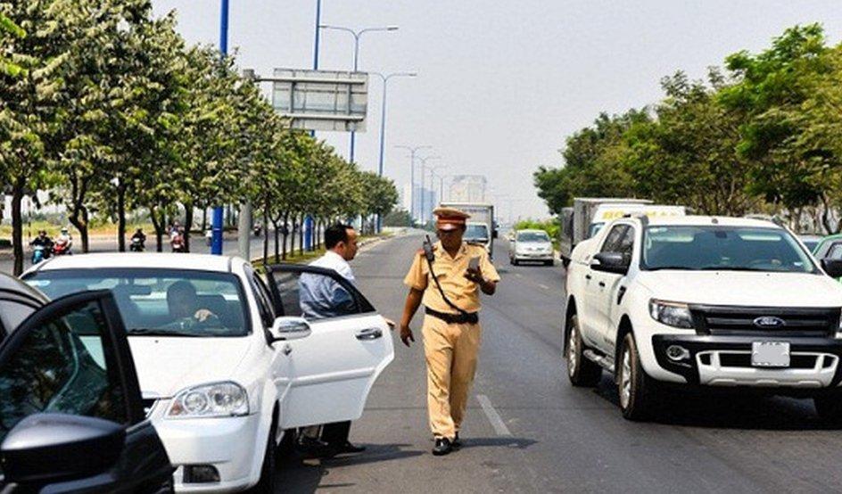 Luật Giao thông đường bộ quy định bắt buộc phải có bằng lái xe khi điều khiển phương tiện.