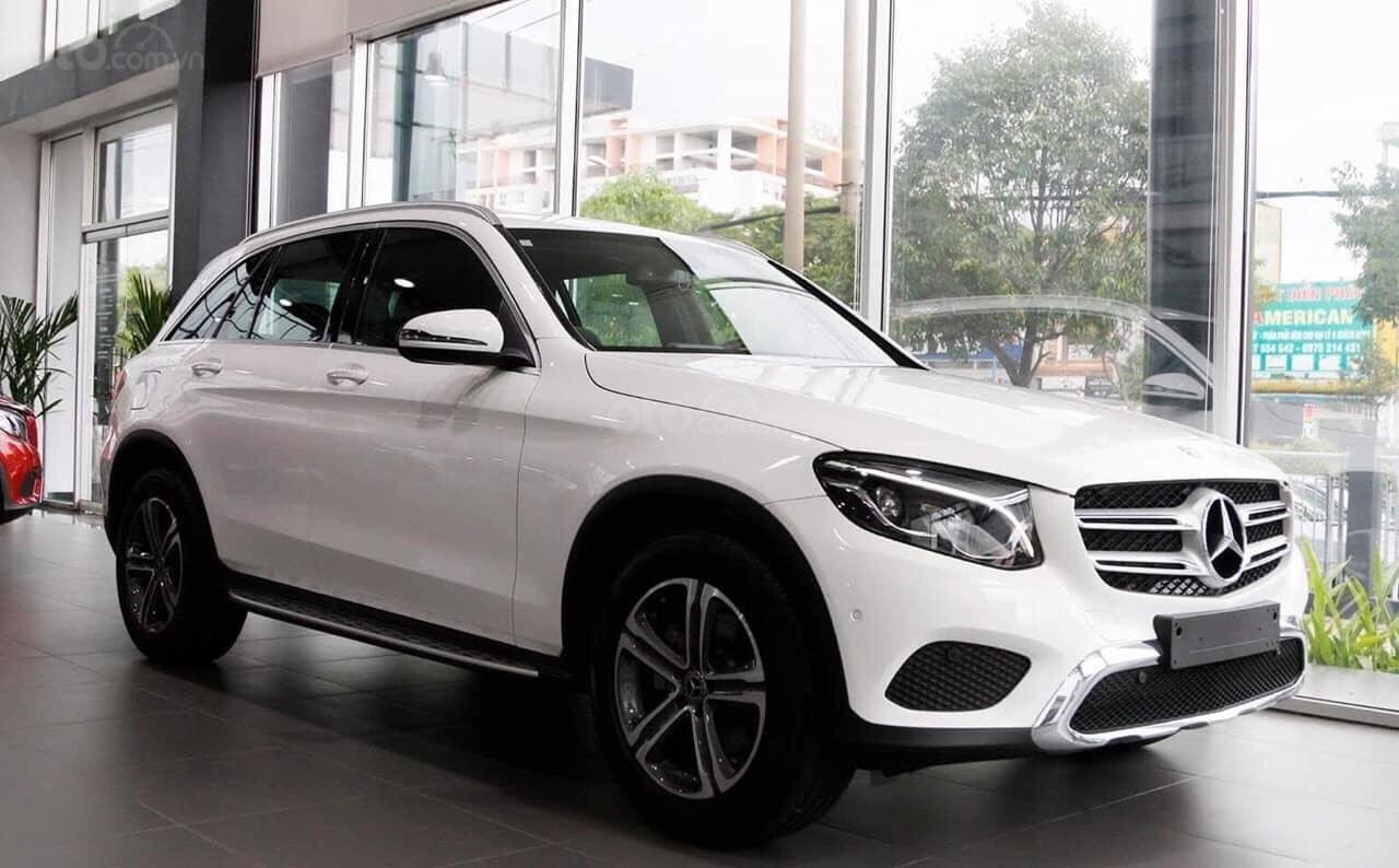 Giá xe Mercedes GLC200 2019 khuyến mãi, thông số, giá lăn bánh (11/2019) giảm giá tiền mặt, ưu đãi bảo hiểm và phụ kiện (1)