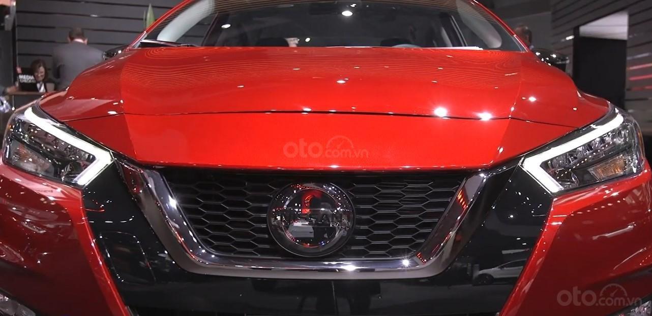 Lưới tản nhiệt xe Nissan Sunny 2020.