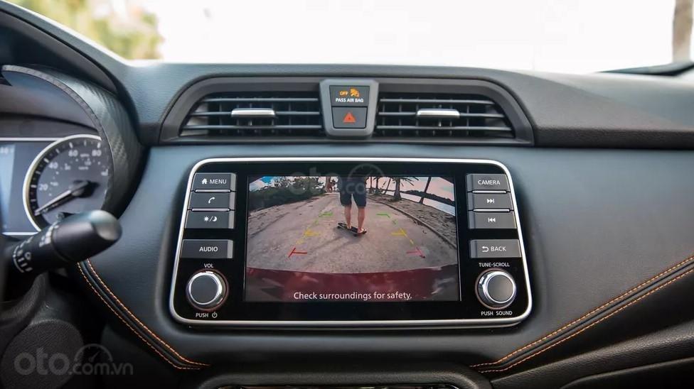 màn hình chính của Nissan Sunny 2020