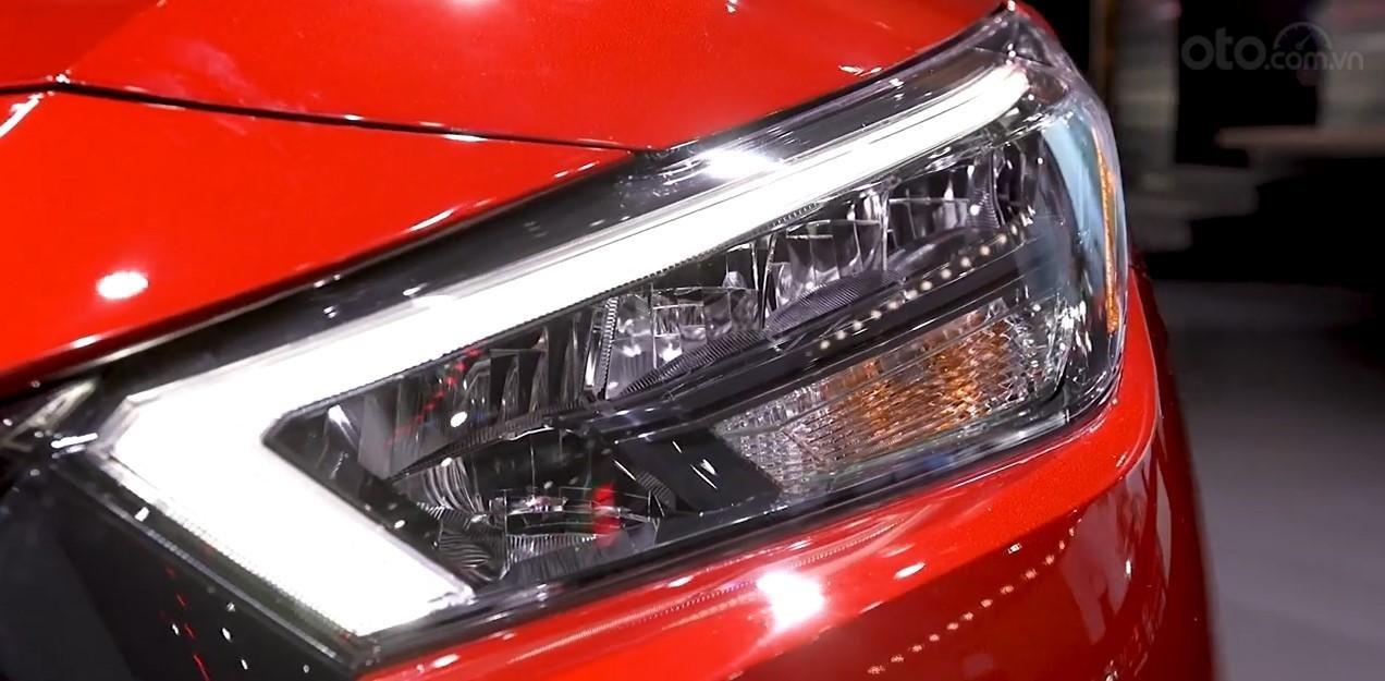 Đèn pha xe Nissan Sunny 2020.
