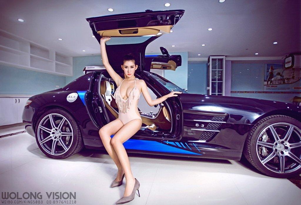 Bỏng mắt với người đẹp bên xe Mercedes-Benz SLS AMG - Ảnh 0a