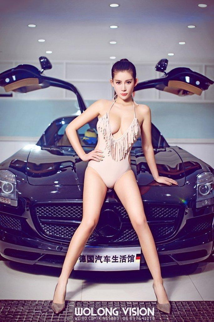 Bỏng mắt với người đẹp bên xe Mercedes-Benz SLS AMG - Ảnh a4