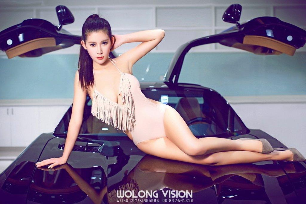 Bỏng mắt với người đẹp bên xe Mercedes-Benz SLS AMG - Ảnh a1