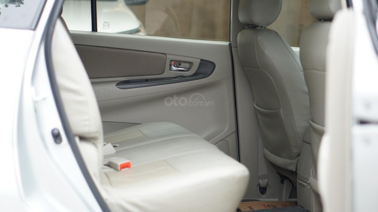 Bán ô tô Toyota Innova 2.0E năm sản xuất 2016, màu bạc (8)