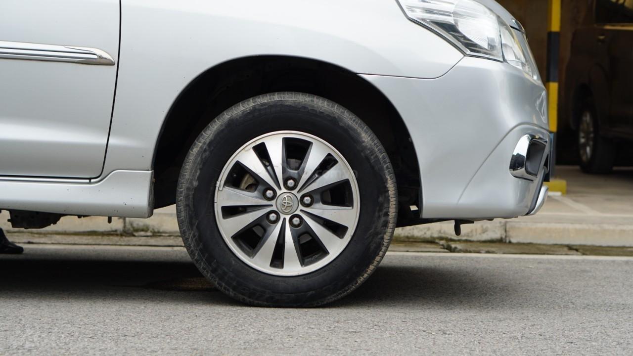 Bán ô tô Toyota Innova 2.0E năm sản xuất 2016, màu bạc (9)