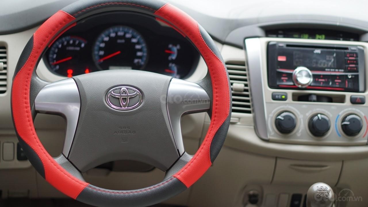 Bán ô tô Toyota Innova 2.0E năm sản xuất 2016, màu bạc (7)