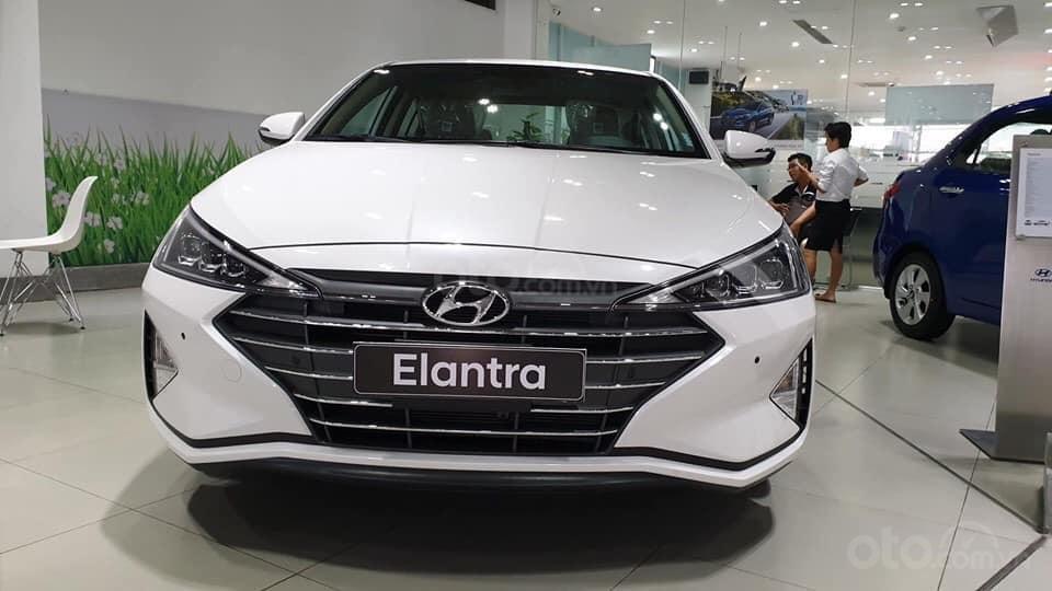 """""""""""Sốc"""" Hyundai Elantra 2019 giảm sâu, BHTV, trả góp 90%, gọi ngay 0812.587.888-0"""