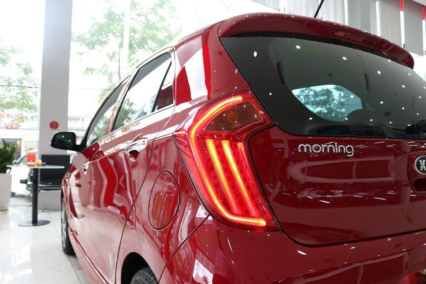 So sánh xe Honda Brio 2019 và Kia Morning 2019 về đuôi xe 4