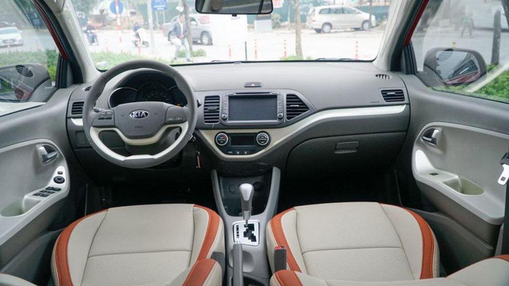 Honda Brio sở hữu khoang nội thất rộng rãi hơn Kia Morning.