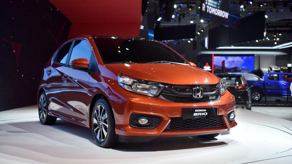 Honda Brio và Kia Morning: Xe cá nhân và xe dịch vụ.