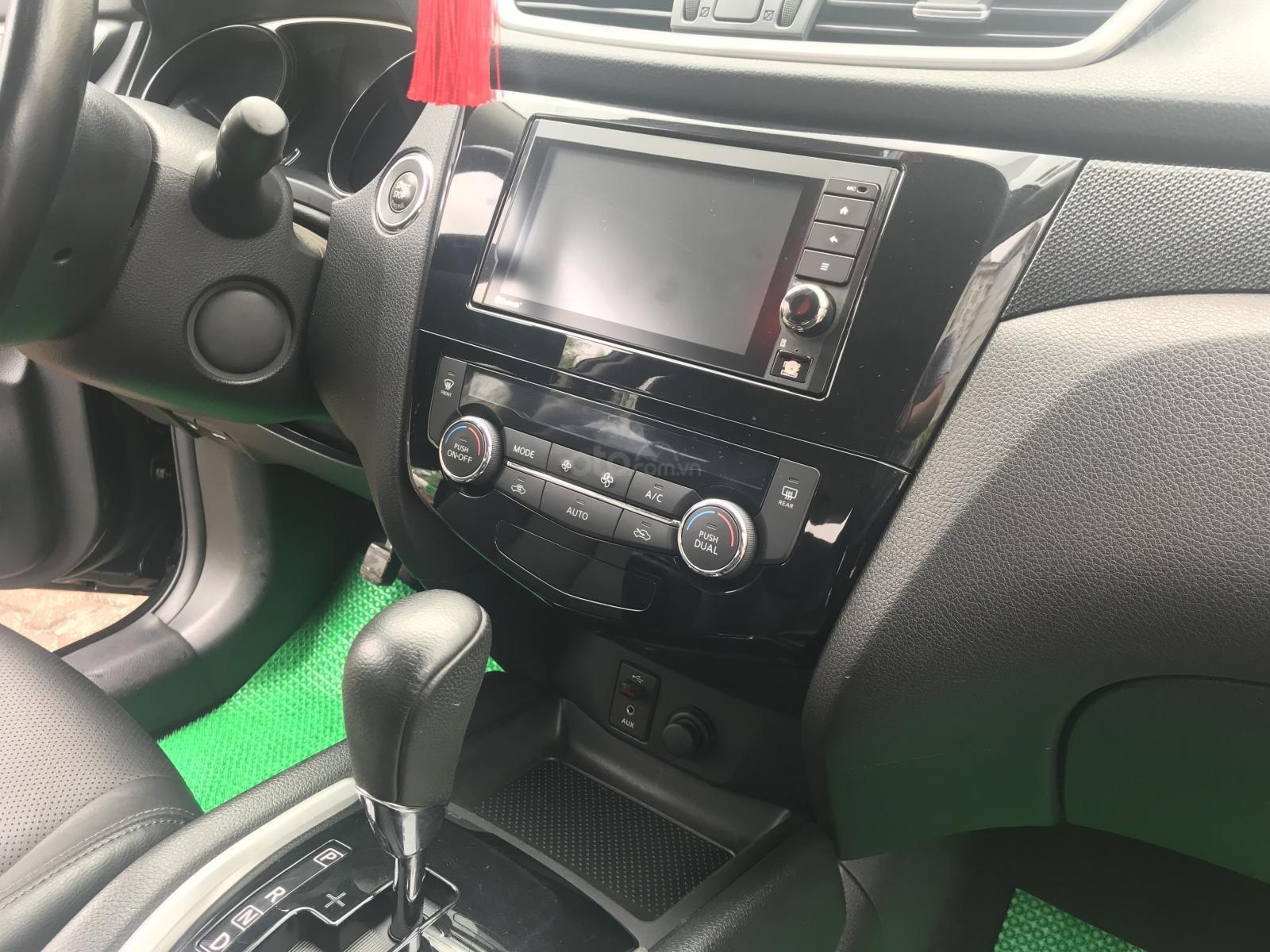 [Tín Thành Auto] bán Nissan X Trail 2.5 Premium 2017, màu đen (8)