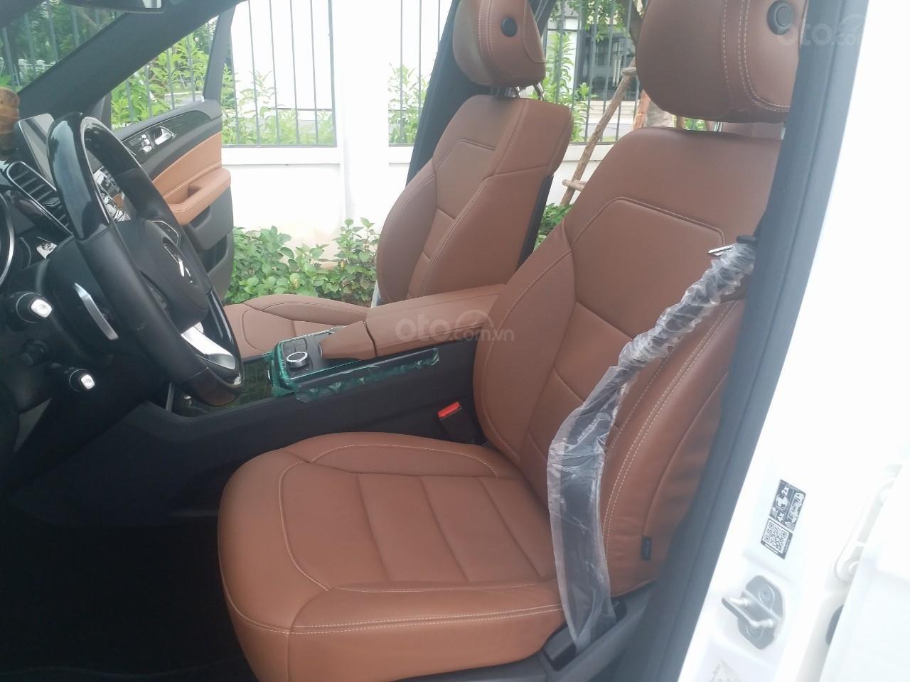 Bán Mercedes GLS400 4 Matic màu trắng sản xuất 12/2017, nhập Mỹ, biển Hà Nội-9