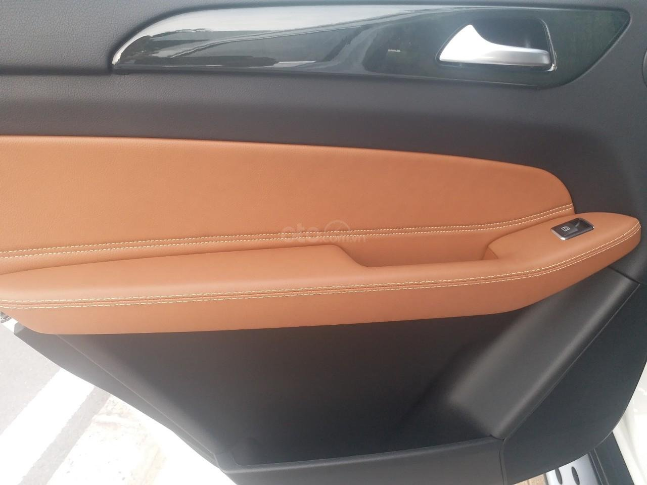 Bán Mercedes GLS400 4 Matic màu trắng sản xuất 12/2017, nhập Mỹ, biển Hà Nội-18