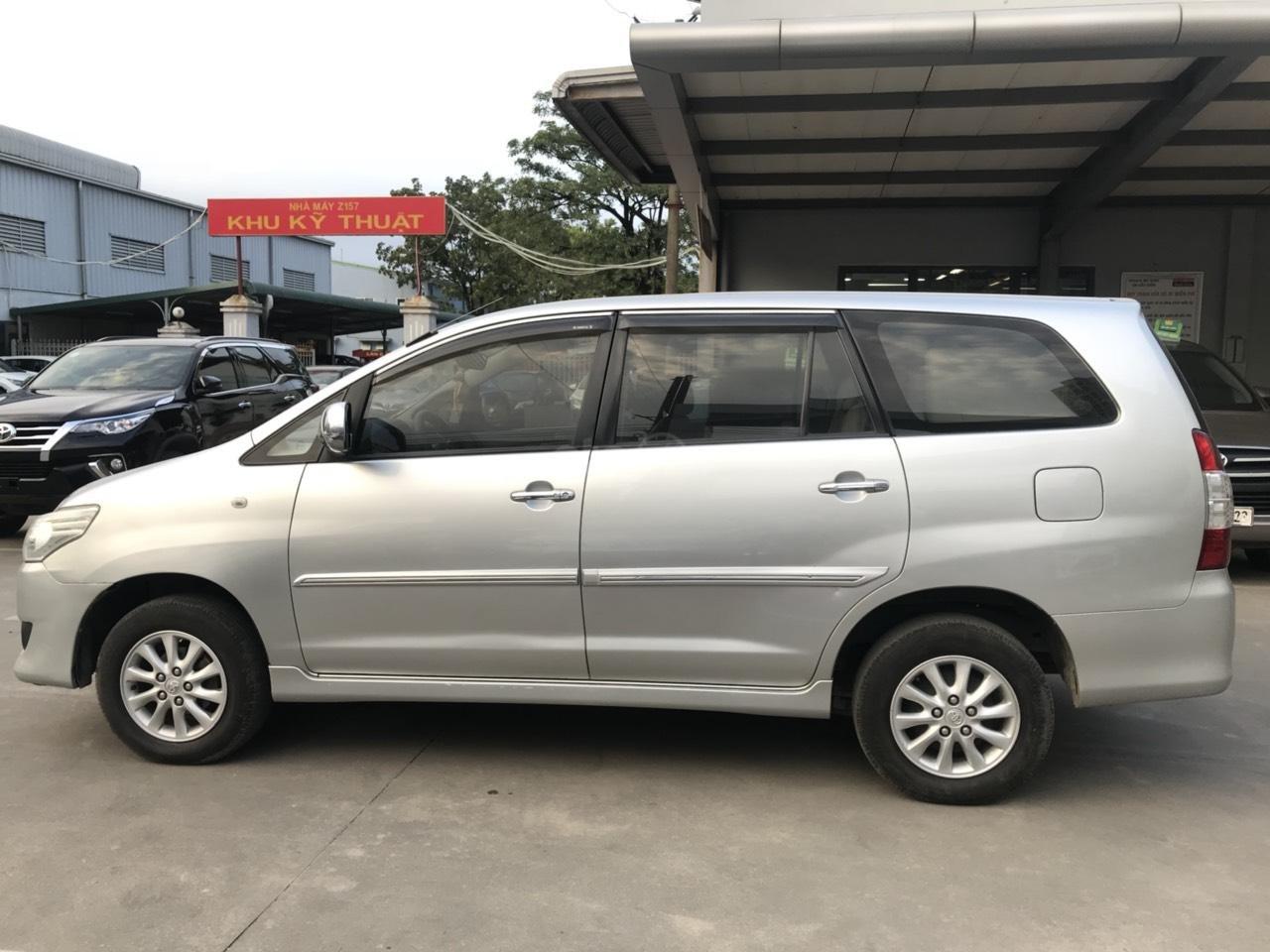Bán ô tô Toyota Innova sản xuất 2013, màu bạc-3