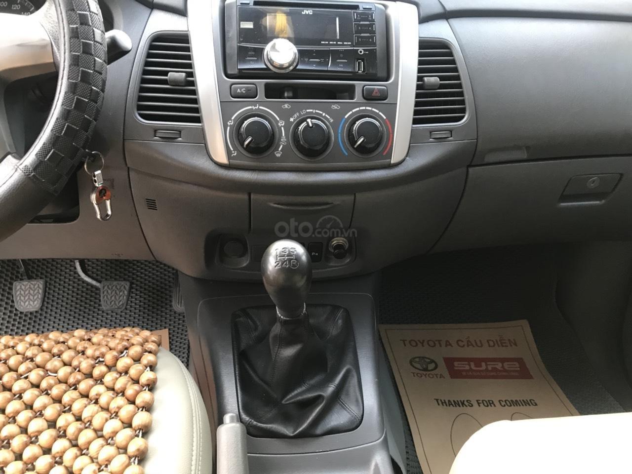 Bán ô tô Toyota Innova sản xuất 2013, màu bạc-7