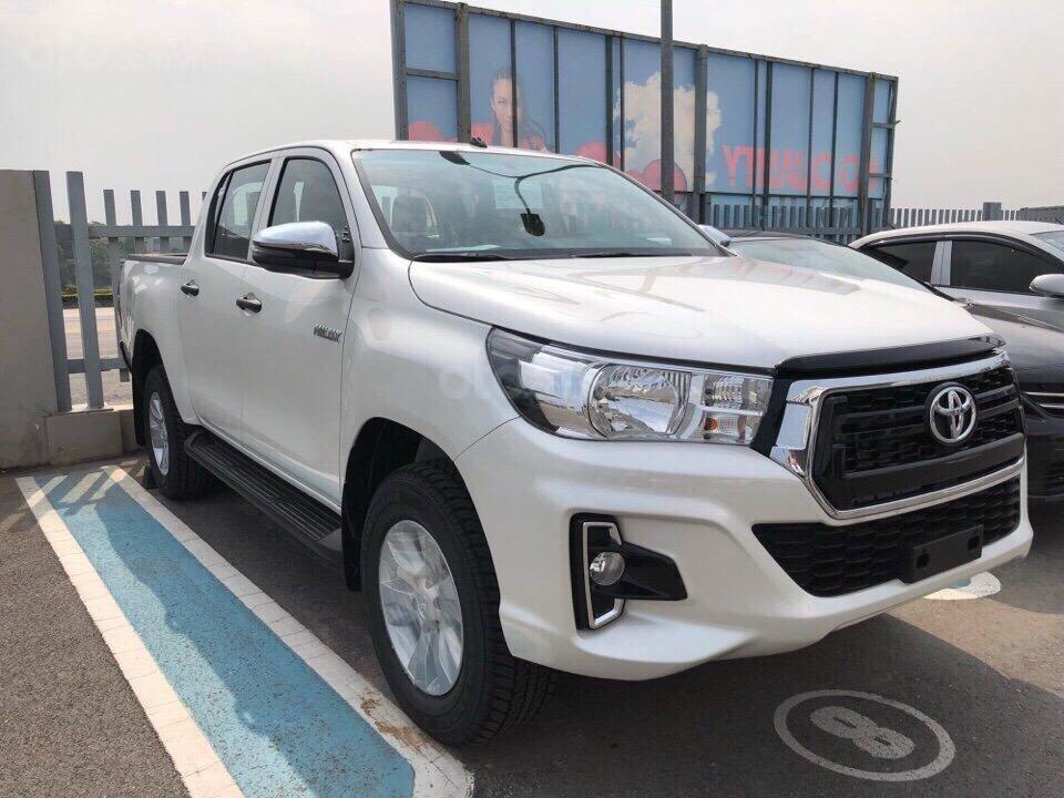 Toyota Hilux 2.4 (4x2), màu trắng ngọc trai, nhập Thái - khuyến mãi giảm tiền mặt khủng- tặng thêm phụ kiện (3)