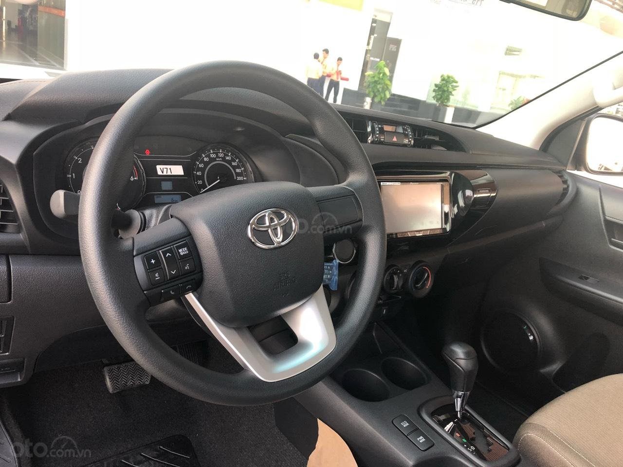 Toyota Hilux 2.4 (4x2), màu trắng ngọc trai, nhập Thái - khuyến mãi giảm tiền mặt khủng- tặng thêm phụ kiện (4)