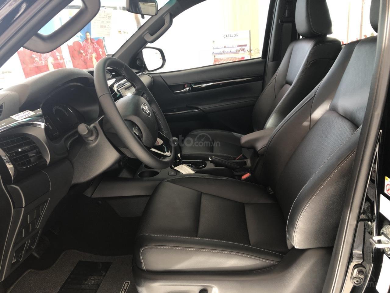 Toyota Hilux 2.8 (4x4) AT sản xuất năm 2019, màu đen, nhập khẩu nguyên chiếc giao ngay-4
