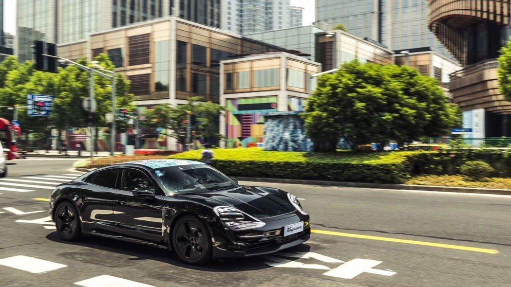 Chiêm ngưỡng Porsche Taycan thuần điện chạy thử lần cuối, rất gần ngày ra mắt 5a