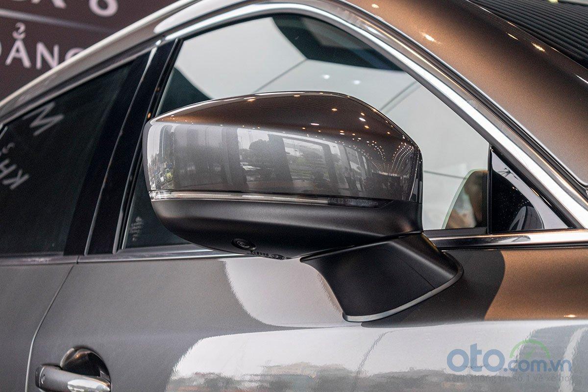 Đánh giá xe Mazda CX-8 2019: Gương chiếu hậu bên tích hợp xi-nhan LED.