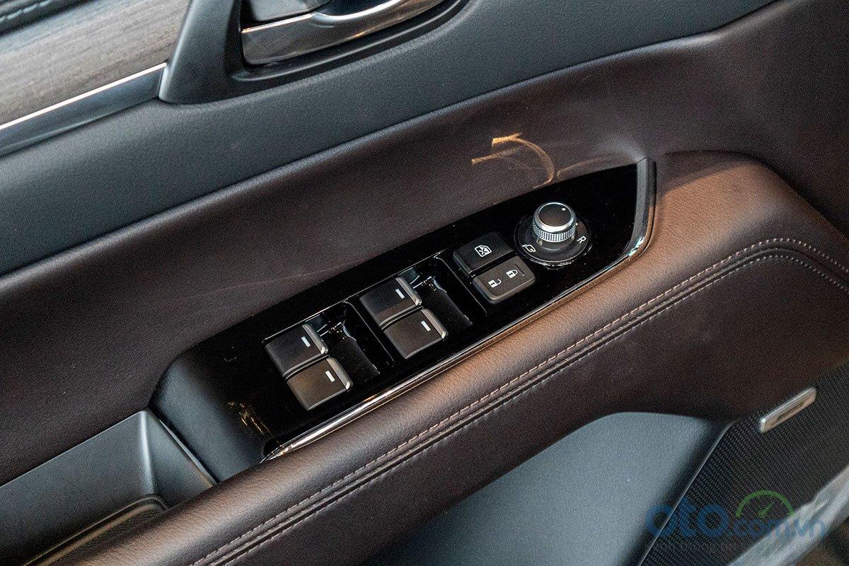 Đánh giá xe Mazda CX-8 2019: Nâng hạ kính tự động 4 vị trí.