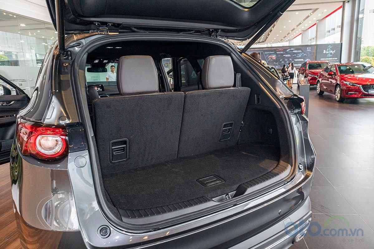 Khoang hành lý của Mazda CX-8 2019.