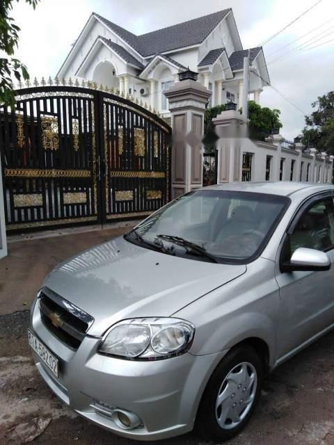 Cần bán lại xe Chevrolet Aveo đời 2012, màu bạc còn mới (1)