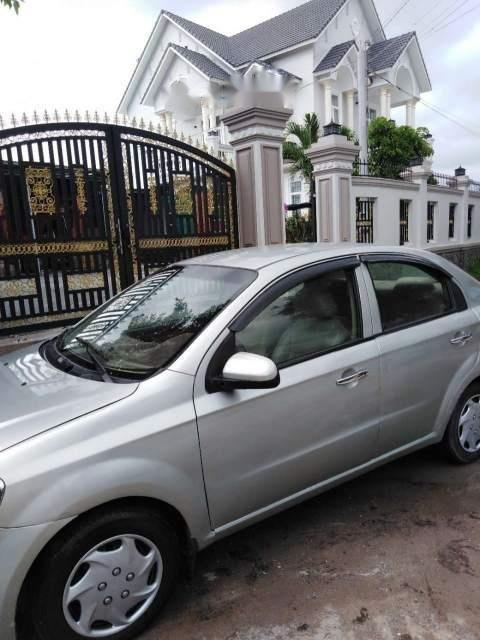 Cần bán lại xe Chevrolet Aveo đời 2012, màu bạc còn mới (2)