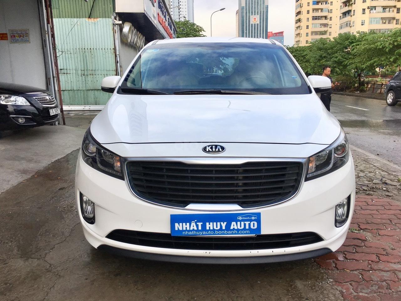 Cần bán xe Kia Sedona 2.2 DATH đời 2016, màu trắng, 890tr (1)