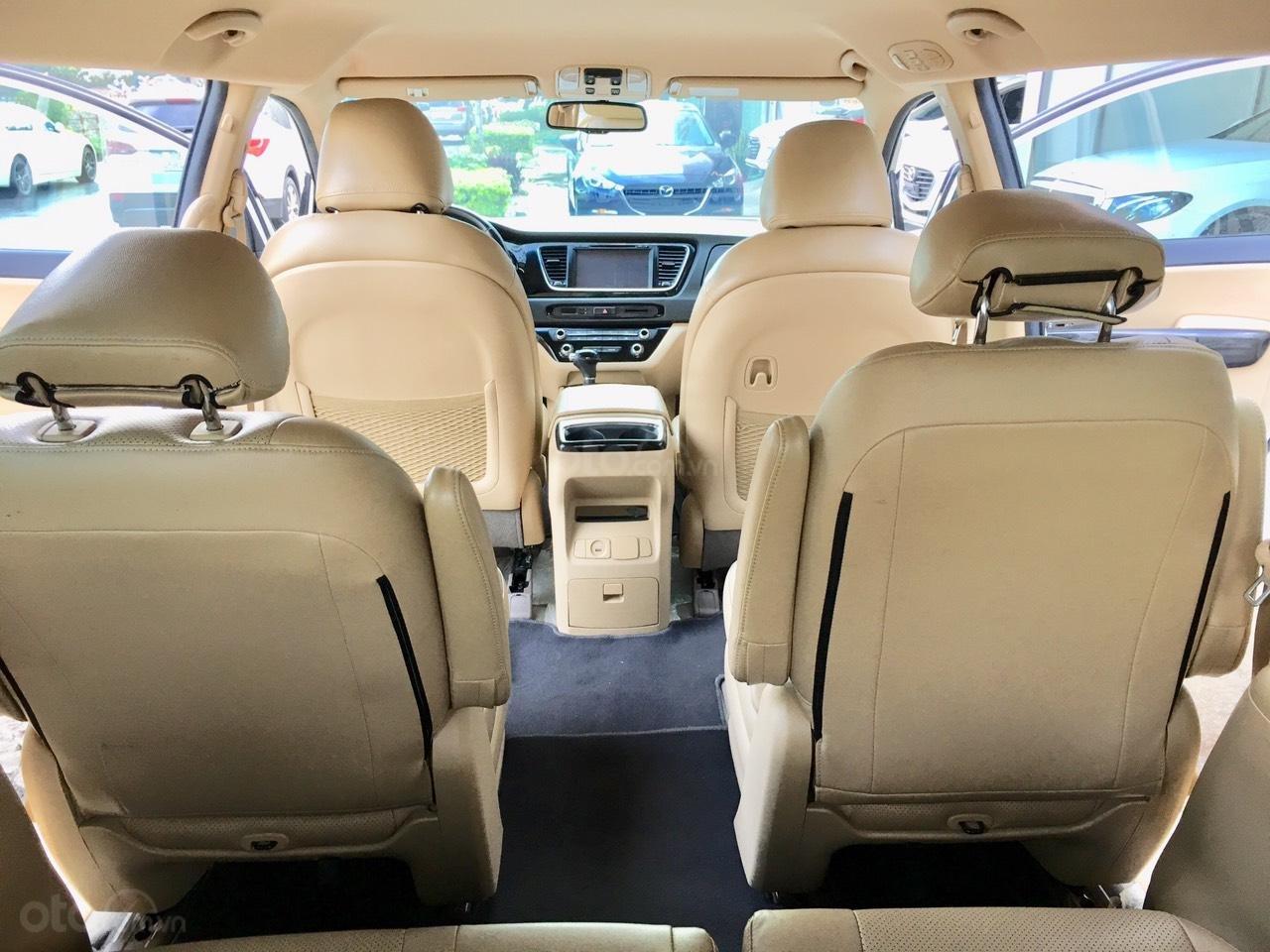 Cần bán xe Kia Sedona 2.2 DATH đời 2016, màu trắng, 890tr (11)