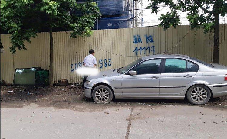 Xế sang BMW 3 Series đời cũ bị bỏ rơi tại Hà Nội 6a