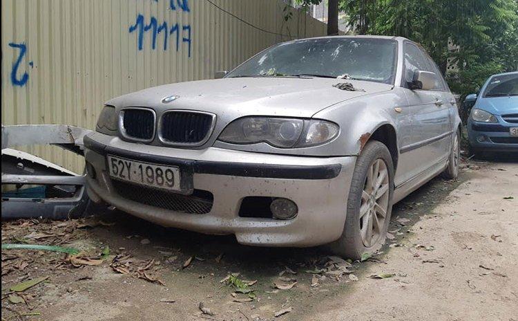 Xế sang BMW 3 Series đời cũ bị bỏ rơi tại Hà Nội 3a
