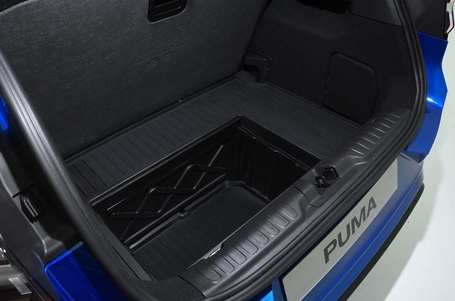 Khoang hành lý Ford Puma 2020.