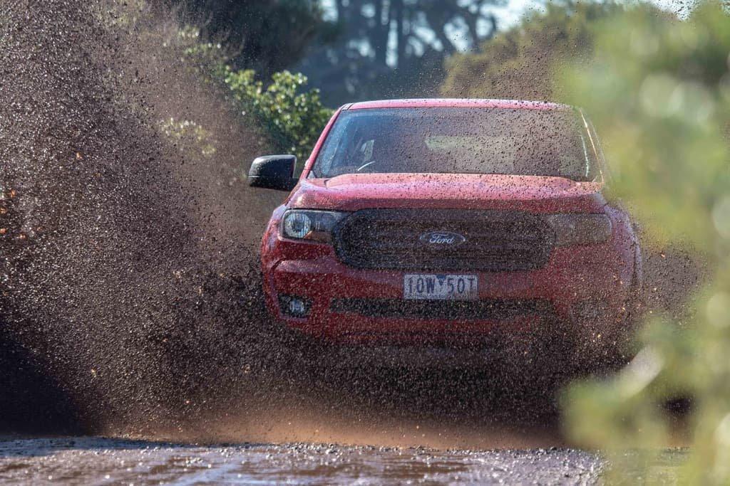 Ford Ranger Sport 2019 lội nước