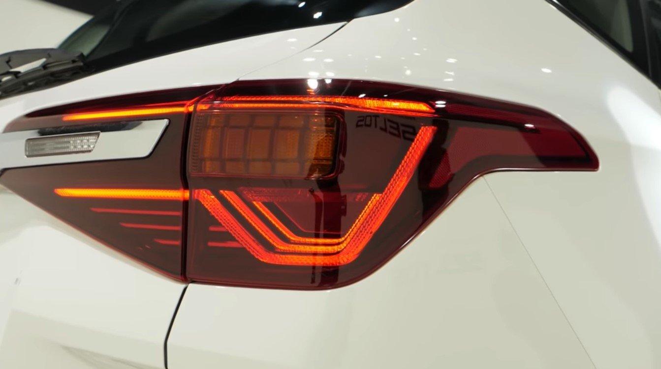 Ảnh chụp cụm đèn hậu xeKia Seltos 2020
