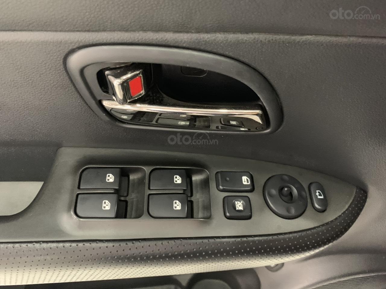 Bán ô tô Kia Carens MT năm sản xuất 2015, màu bạc, giá chỉ 420 triệu (6)