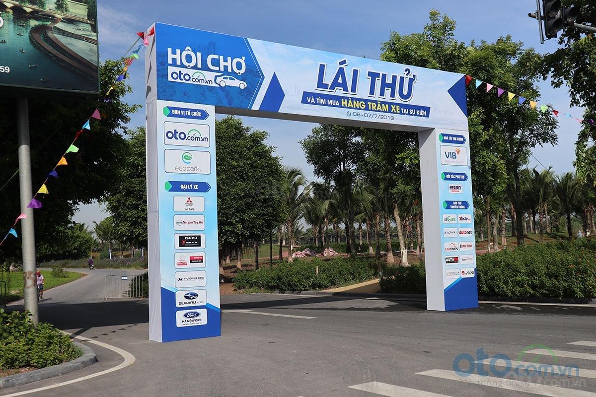 Sáng nay (6/7), Hội chợ Oto.com.vn lớn nhất miền Bắc chính thức khai mạc - Ảnh 1.