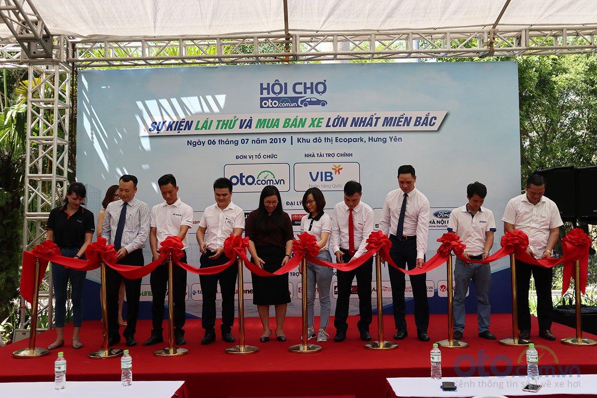 Sáng nay (6/7), Hội chợ Oto.com.vn lớn nhất miền Bắc chính thức khai mạc.