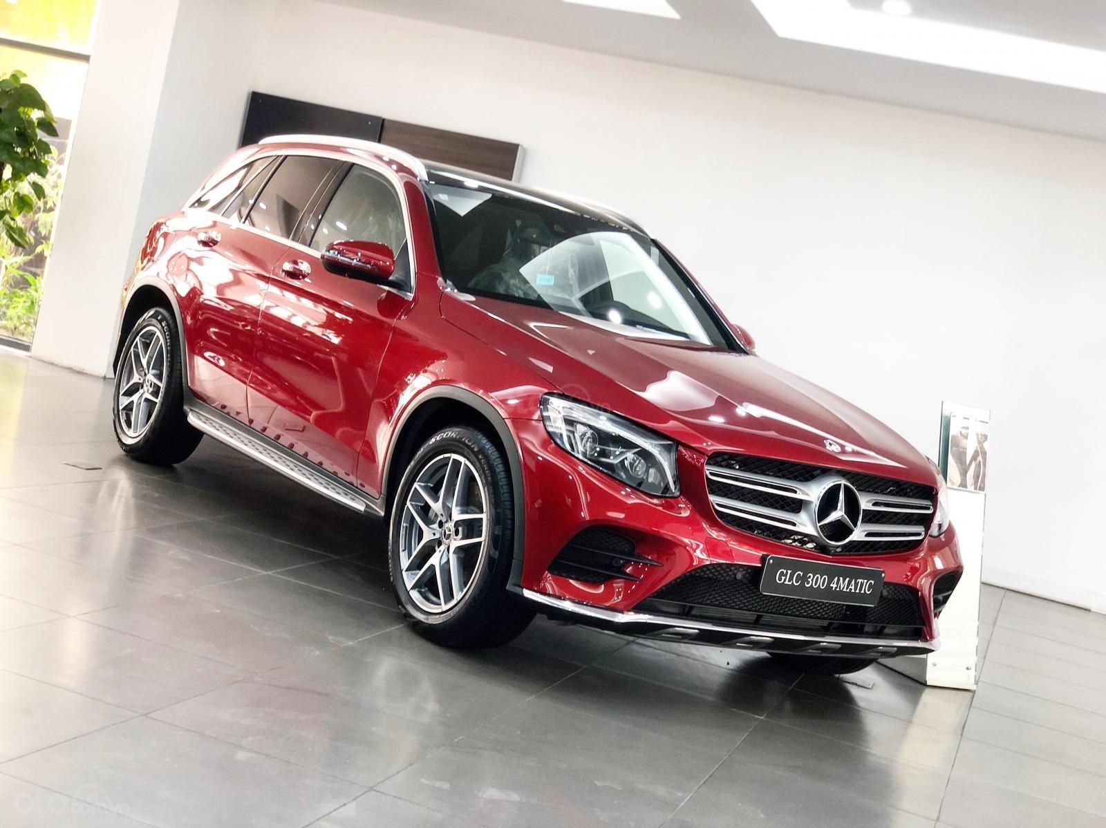 Giá xe Mercedes GLC300 2019 tốt nhất - Đủ màu giao ngay (1)