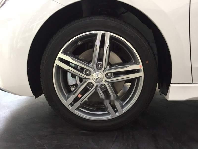 Cần bán Hyundai Elantra đời 2019, giá chỉ 565 triệu (3)